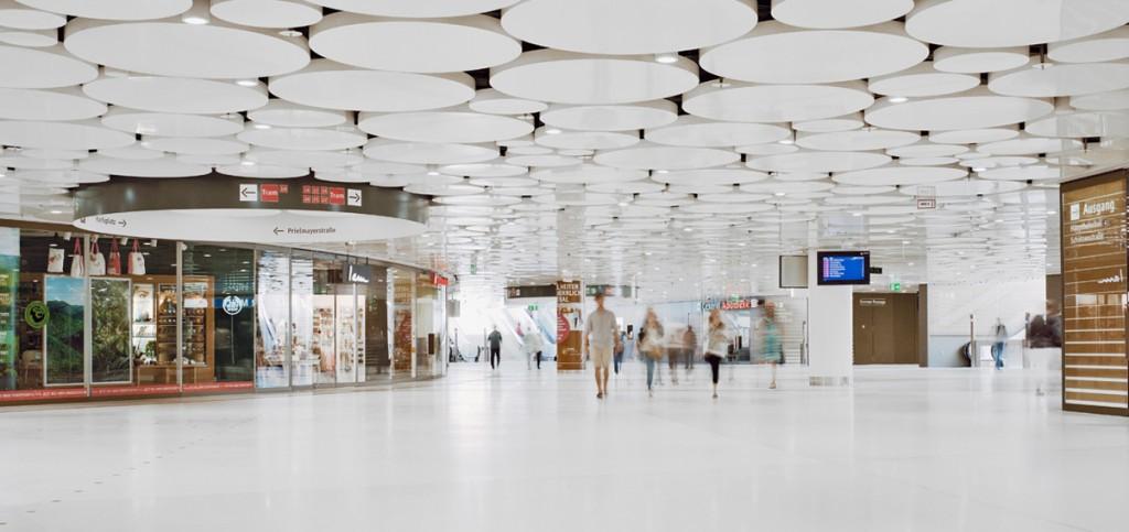 Eva Plass: Stachus München – Leit- und Informationssystem / bei Integral Ruedi Baur Zürich
