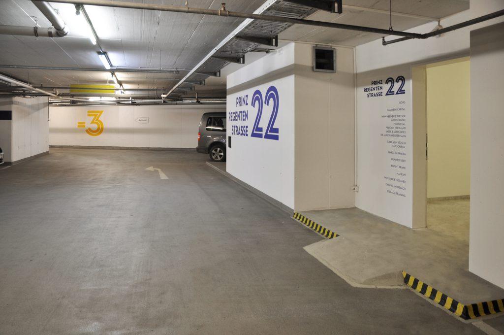 Eva Plass: Alexander Wacker Haus München – Signaletik Office / 2016
