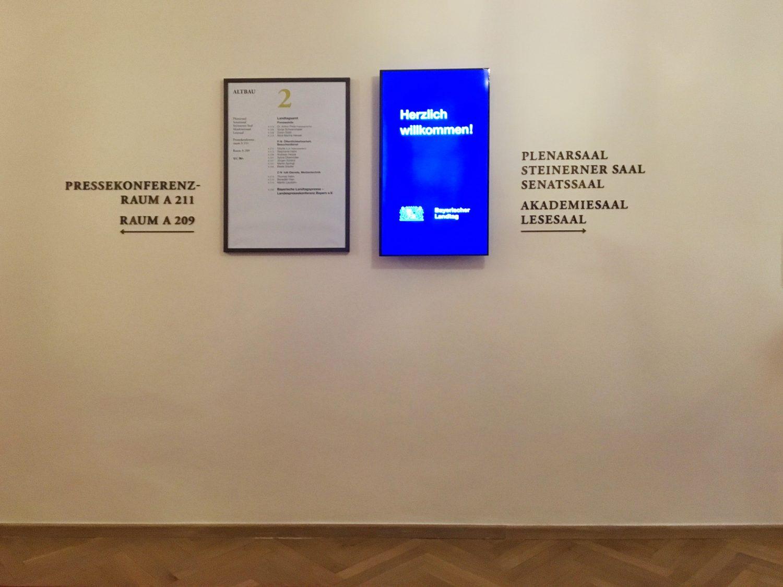 Eva Plass: <strong>Maximilianeum Bayerischer Landtag München</strong><br> &ndash; Signaletik / Besucherleitsystem