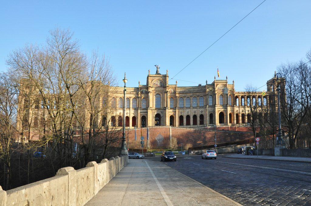 Eva Plass: Maximilianeum Bayerischer Landtag München – Signaletik / Besucherleitsystem 2018