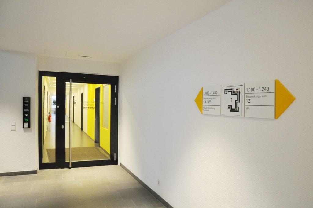 Eva Plass: Baureferat München Verwaltungsgebäude – Signaletik / 2018