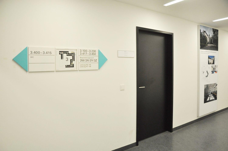 Eva Plass: <strong>Baureferat München Verwaltungsgebäude</strong><br> – Signaletik / 2018