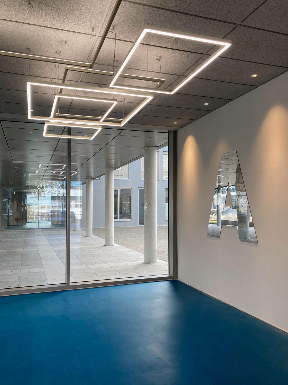 Eva Plass: <strong>Bavaria-Film Gelände / Gebäude 100</strong><br> – Signaletik / München 2020