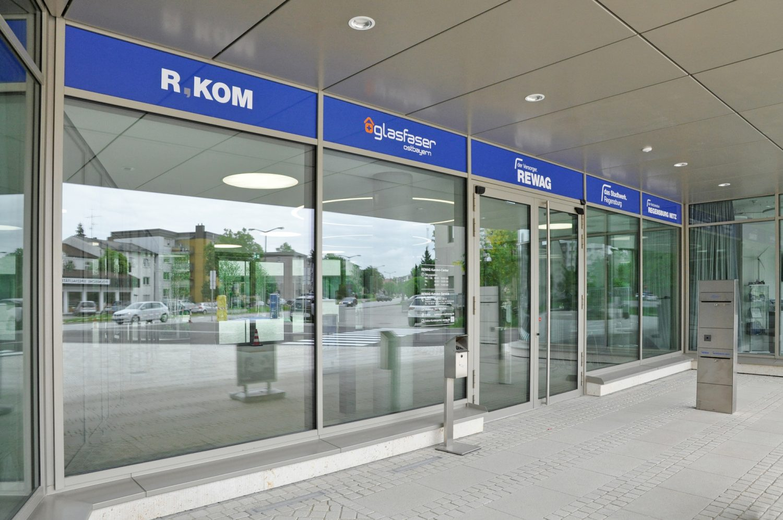 Eva Plass: <strong>R-Werk REWAG Regensburg</strong><br> – Signaletik / Regensburg 2020
